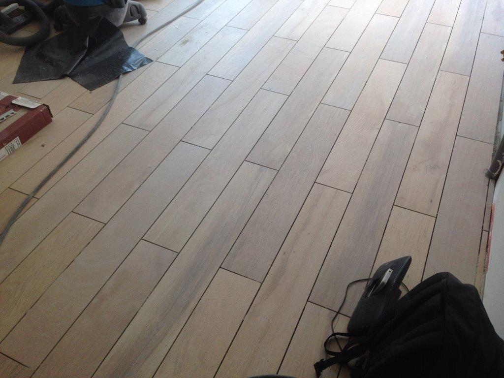 Cr ation de salle de bains admin for Peinture plancher en bois